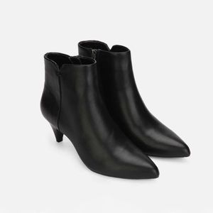 🆕 Kenneth Cole Reaction Leather Low Heel Booties